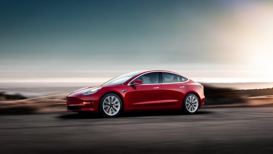 Tesla-Aktie fährt rapide auf eine Klippe zu- Bewertungswahnsinn nimmt zu