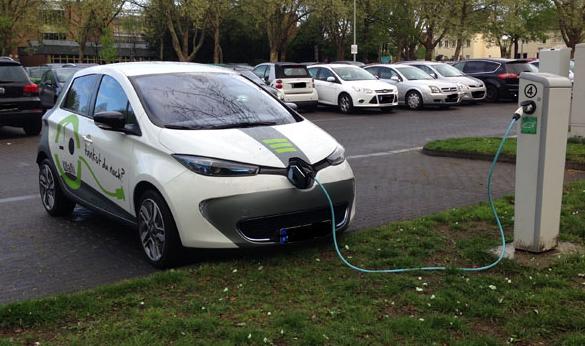 Renault-Zoe-technische-Daten-Produkte-Baujahr-Ladezeit-Ladedauer-Batterie-Kapazität-Ladeleistung-Steckertyp-Reichweite